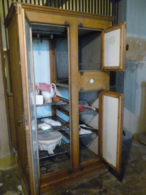 meat safe/fridge