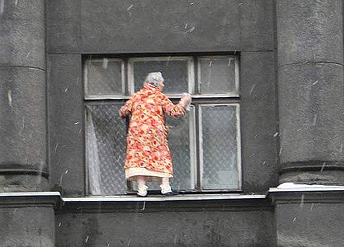 Window-cleaning-granny